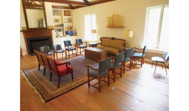 Quaker House Living Room In Washington Friends Meeting Of