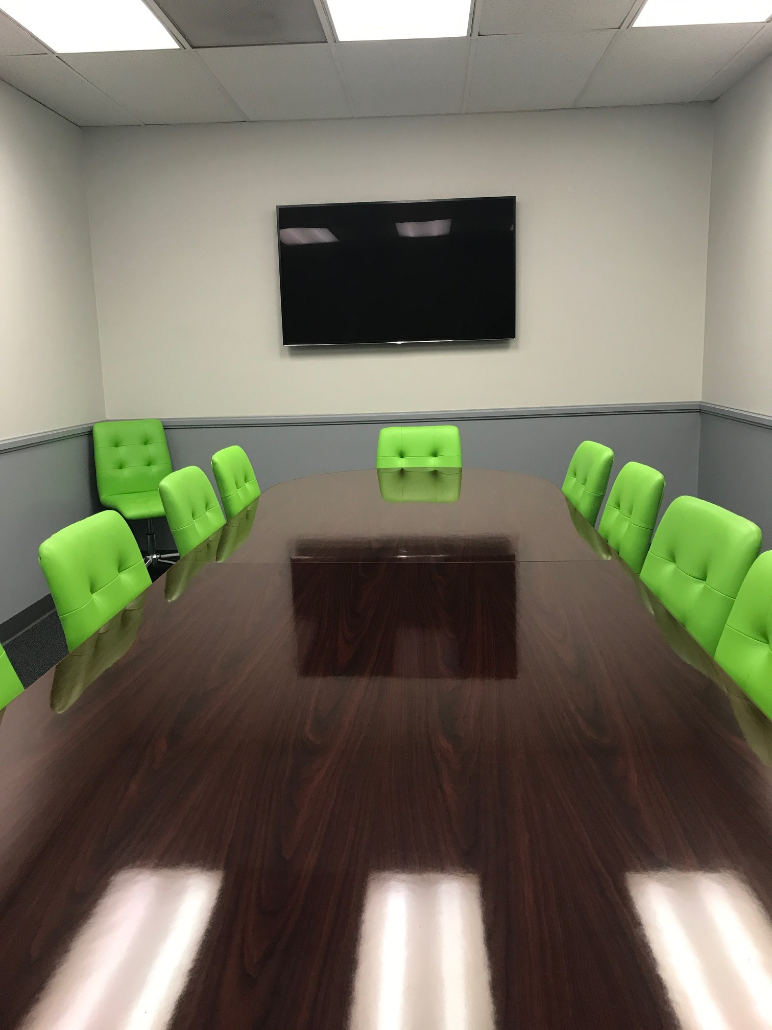 Medium Conference Room - Davinci Meeting & Workspaces